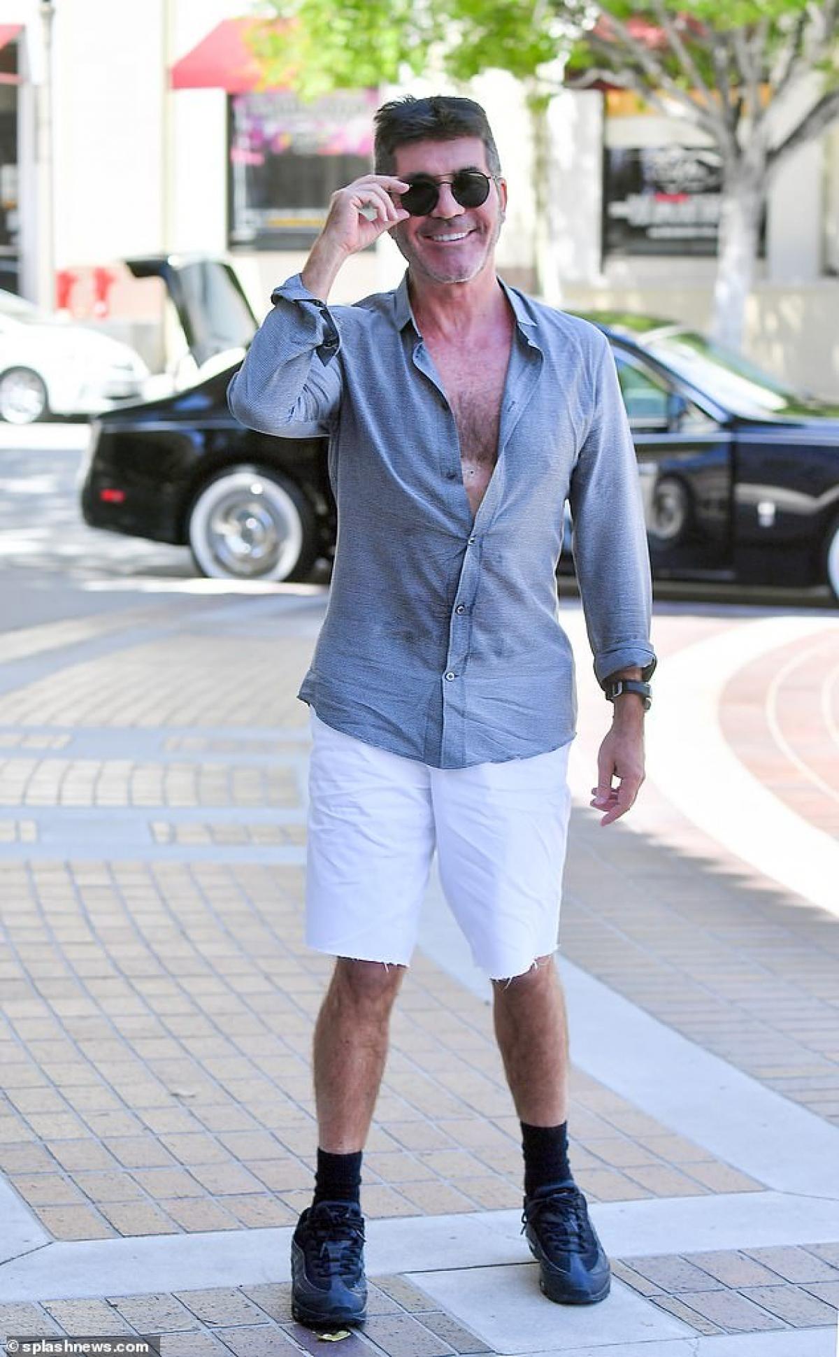 Ngày 18/4, Simon Cowell một mình đến trường quay ghi hình chương trình America's Got Talent ở California.
