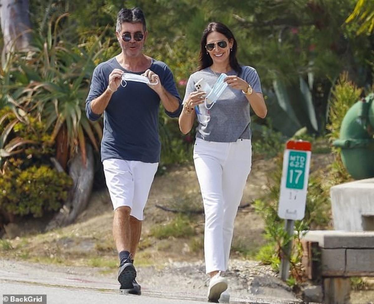 Hiện Simon Cowell và bạn gái Lauren Silverman sống như vợ chồng từ năm 2013./.