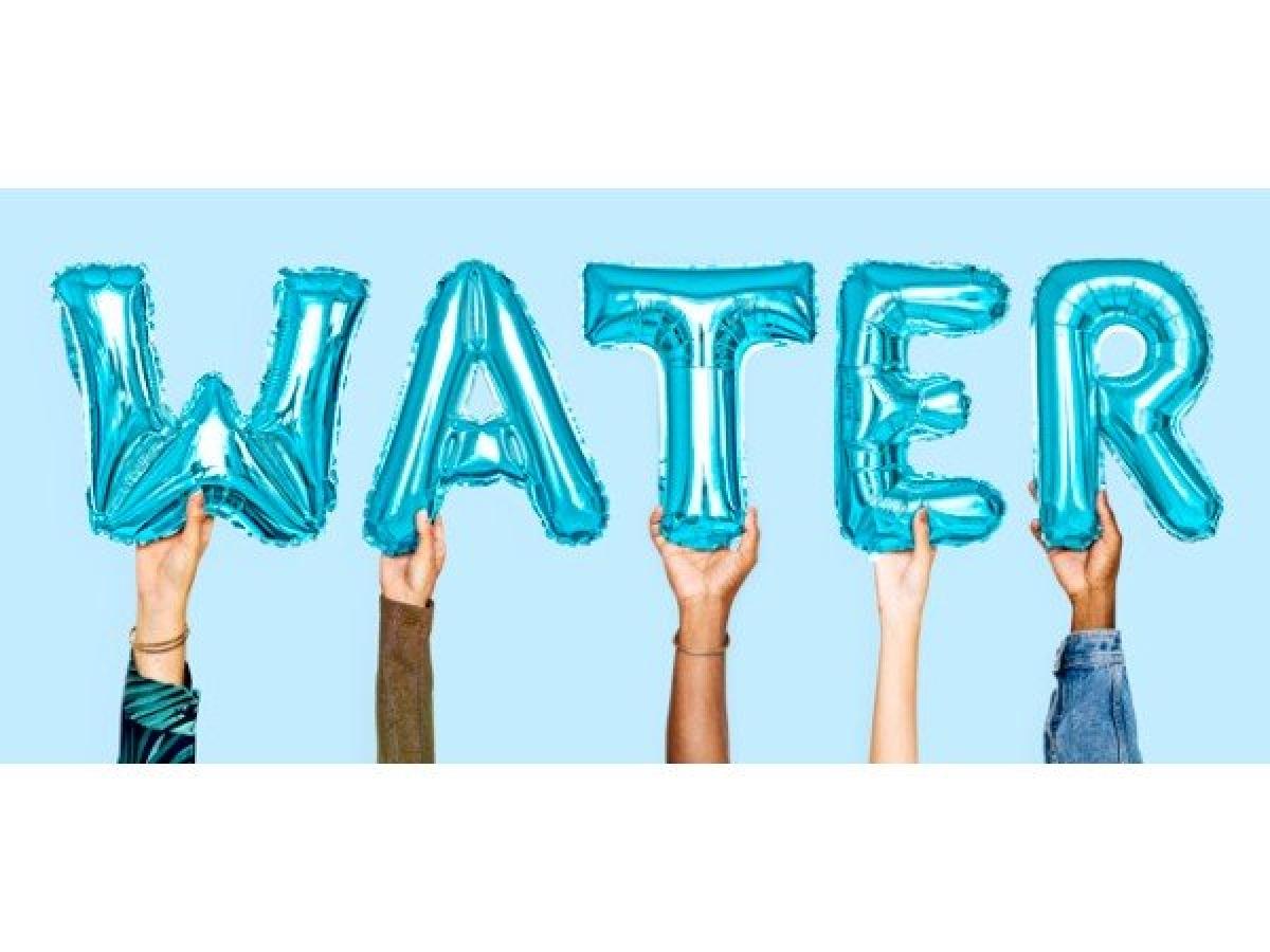 Không uống nước: Không uống đủ nước vào buổi sáng quả là một điều tồi tệ. Để hỗ trợ quá trình giảm cân, cách đơn giản và nhanh nhất là bắt đầu ngày mới bằng một đến hai cốc nước ấm. Uống nước ấm vào buổi sáng giúp thanh lọc cơ thể, thúc đẩy trao đổi chất và giảm cảm giác thèm ăn.