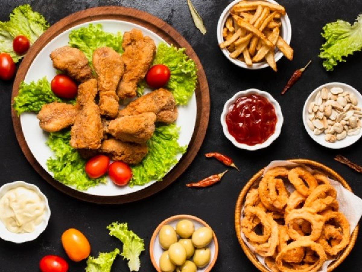 Ăn sáng bằng các thực phẩm chế biến: Ăn các thực phẩm chế biến sẵn vào buổi sáng là một trong những sai lầm thường gặp khiến nhiều người không thể giảm cân. Các thực phẩm này chứa rất nhiều muối hoặc đường, do đó có thể gây tăng cân không lành mạnh.