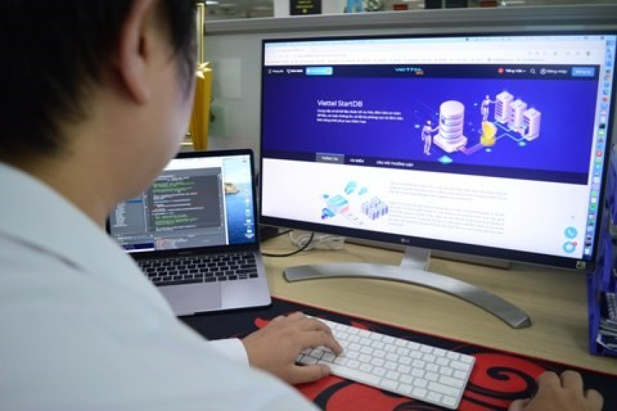 The cloud one-stop system of Viettel is honoured at the 2021 Sao Khue Awards. (Photo: vietteltelecom.com.vn)