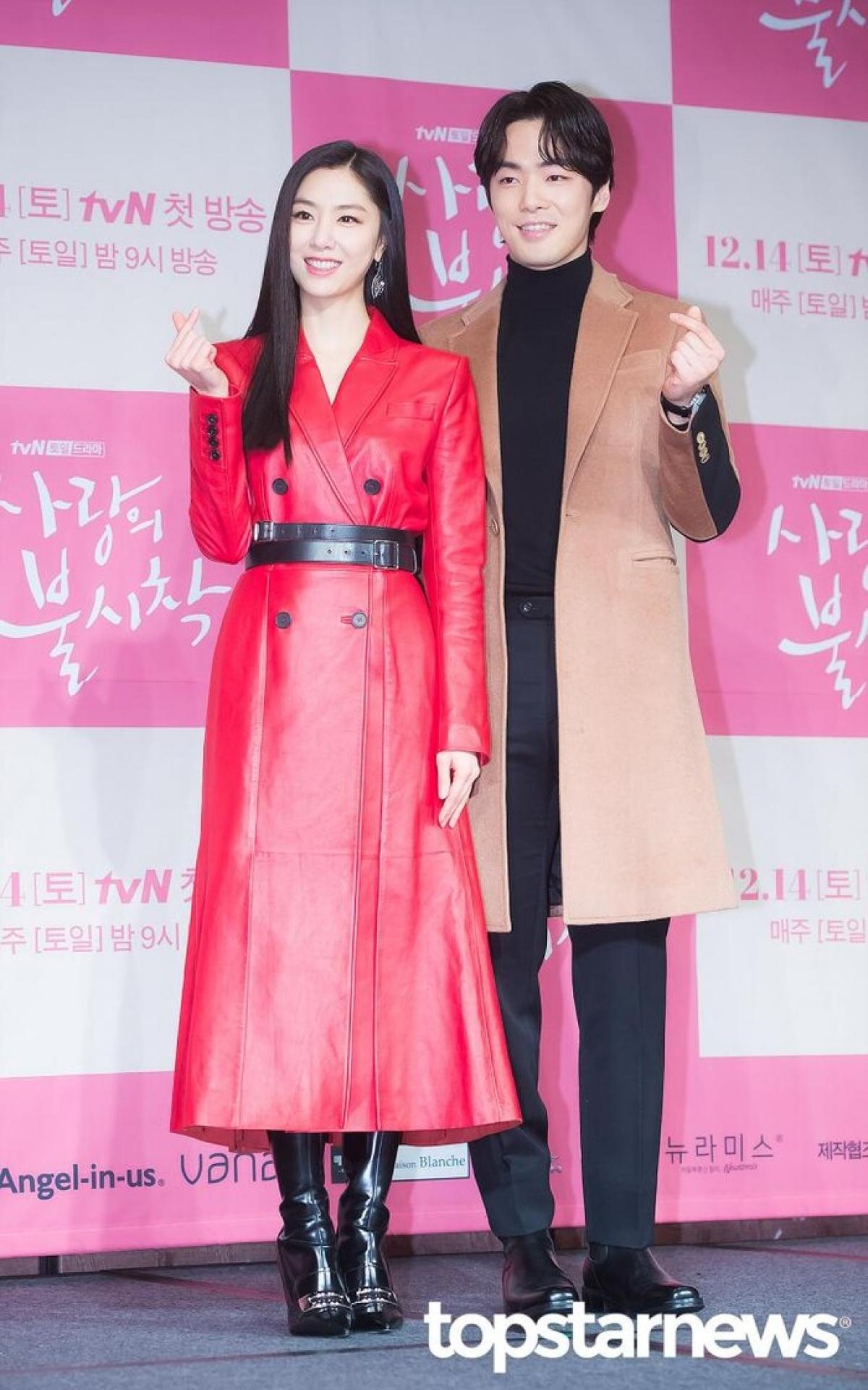 """Truyền thông Hàn Quốc đưa tin cặp đôi nam - nữ phụ của """"Hạ cánh nơi anh"""" hiện đang hẹn hò."""