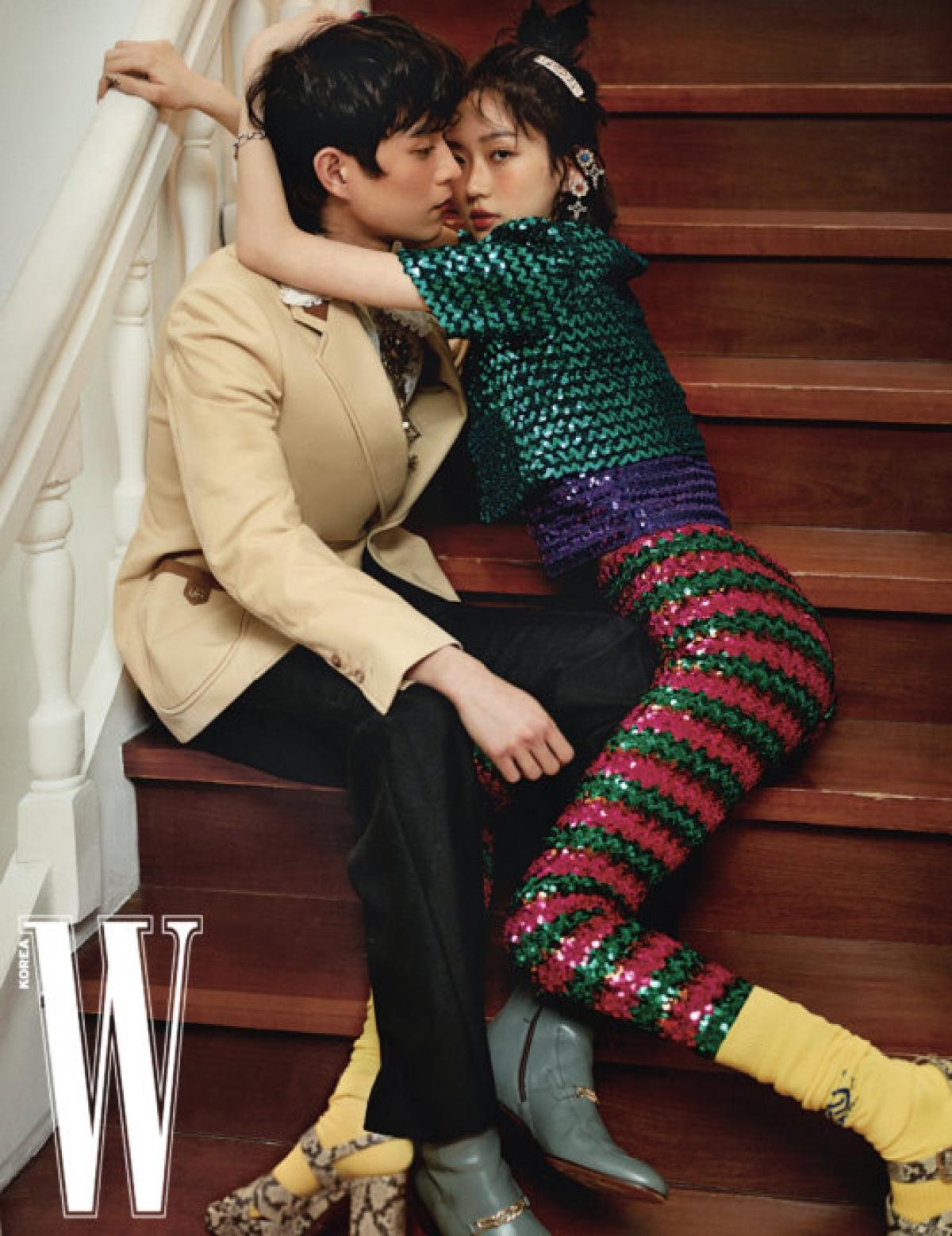 Sở hữu ngoại hìnhnổi trội, chiều cao chuẩn cùng thần thái ấn tượng, bộ đôi diễn viên sinh năm 1996 thể hiện khả năng tạo dáng, tương tác ăn ý trong những thiết kế mới nhất của Gucci.