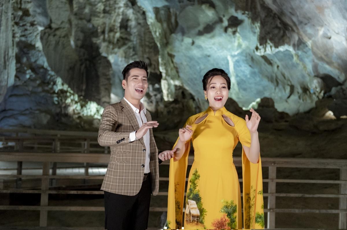 Trần Nguyên Thắng và Sao mai Huyền Trang.