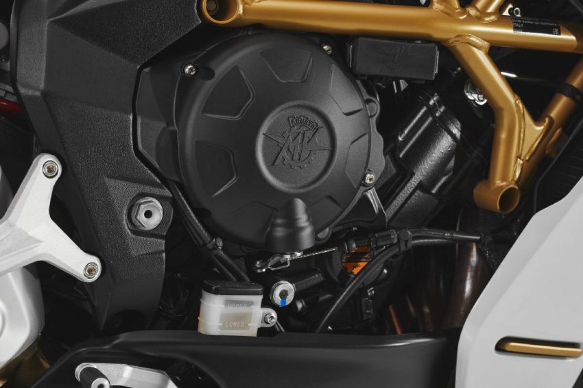 Với vận tốc tối đa lên tới 240 km/h, chiếc Superveloce S cũng sử dụng động cơ giống như phiên bản cơ sở Superveloce 800, DOHC 12 van, làm mát bằng chất lỏng, 3 xi lanh thẳng hàng với van nạp và xả bằng ti tan dung tích 798 cc.