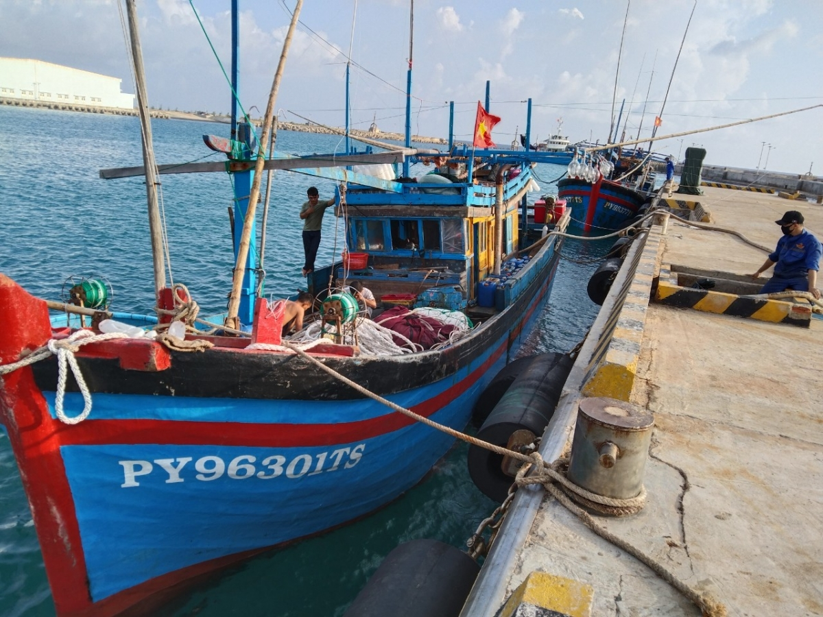 Tàu cá PY 96301 TS neo đậu tại cảng Âu tàu Trường Sa.