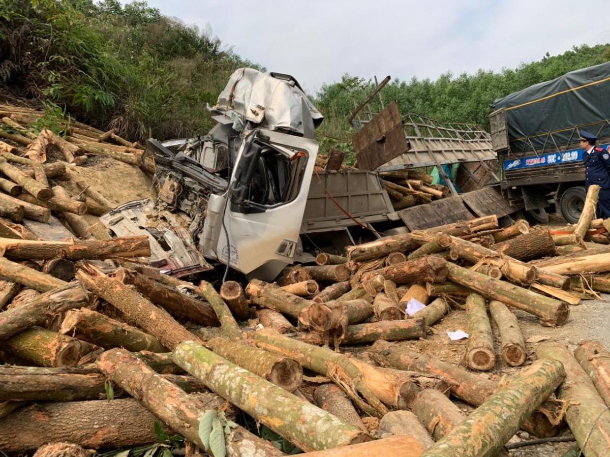 Hiện trường vụ tai nạn thảm khốc khiến 7 người chết ở Thanh Hóa.