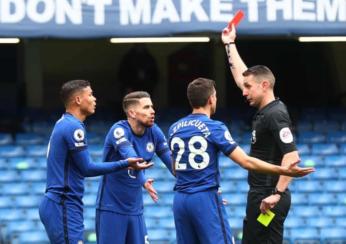 """Tấm thẻ đỏ của Thiago Silva khiến Chelsea """"vỡ trận"""". (Ảnh: Getty)"""