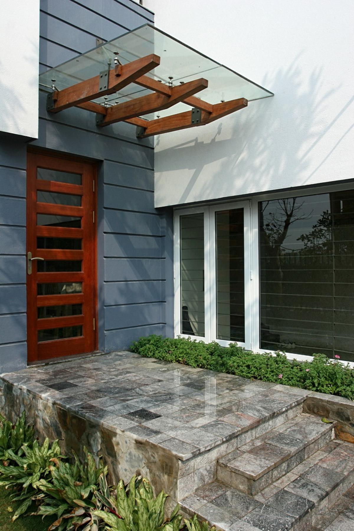 Trong điều kiện có thể, cần thiết mở cửa thoát hiểm ở đằng sau hay bên hông nhà.