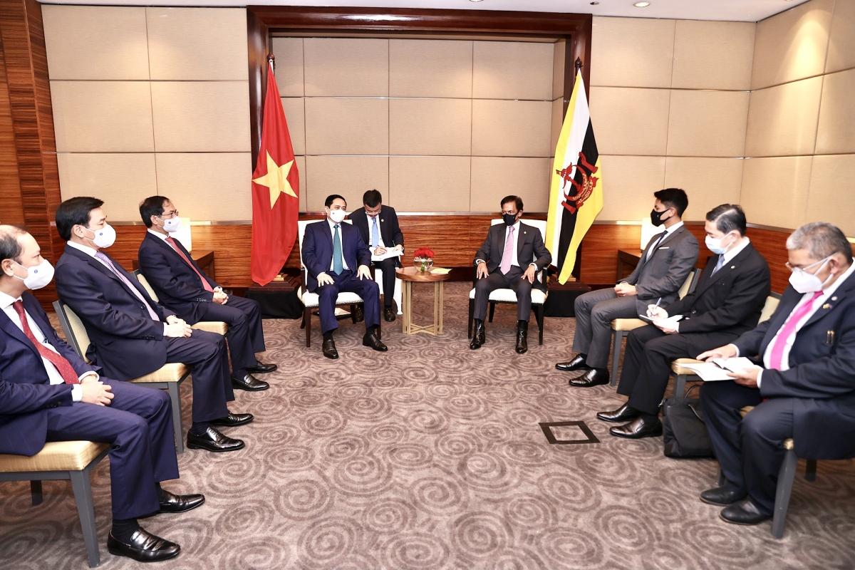 Sáng 24/4/2021, tại thủ đô Jakarta (Indonesia), Thủ tướng Chính phủ Phạm Minh Chính gặp mặt Quốc vương Brunei Haji Hassanal Bolkiah, Chủ tịch ASEAN 2021. Ảnh: VGP/Nhật Bắc
