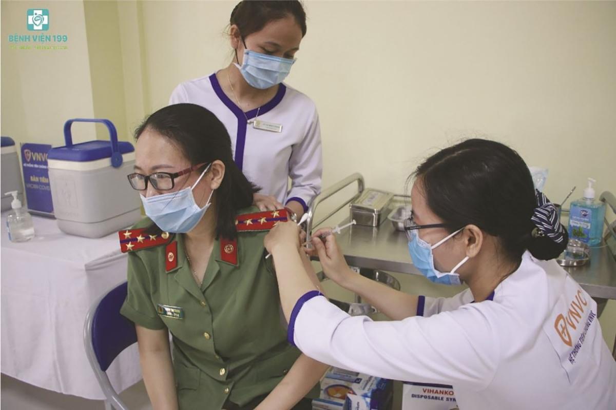 Lực lượng công an ở Đà Nẵng được tiêm vaccine phòng chống dịch Covid-19