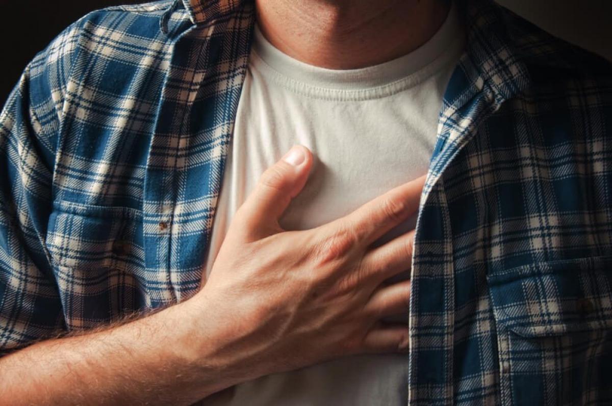 Tim đập nhanh: Nếu tim bạn đột nhiên đập nhanh hoặc lỡ nhịp mà không phải do vận động hay xúc động, đó có thể là dấu hiệu của bệnh tim mạch. Rối loạn nhịp tim là một bệnh lý có thể gây các vấn đề tim mạch nghiêm trọng hơn nếu không được điều trị triệt để./.
