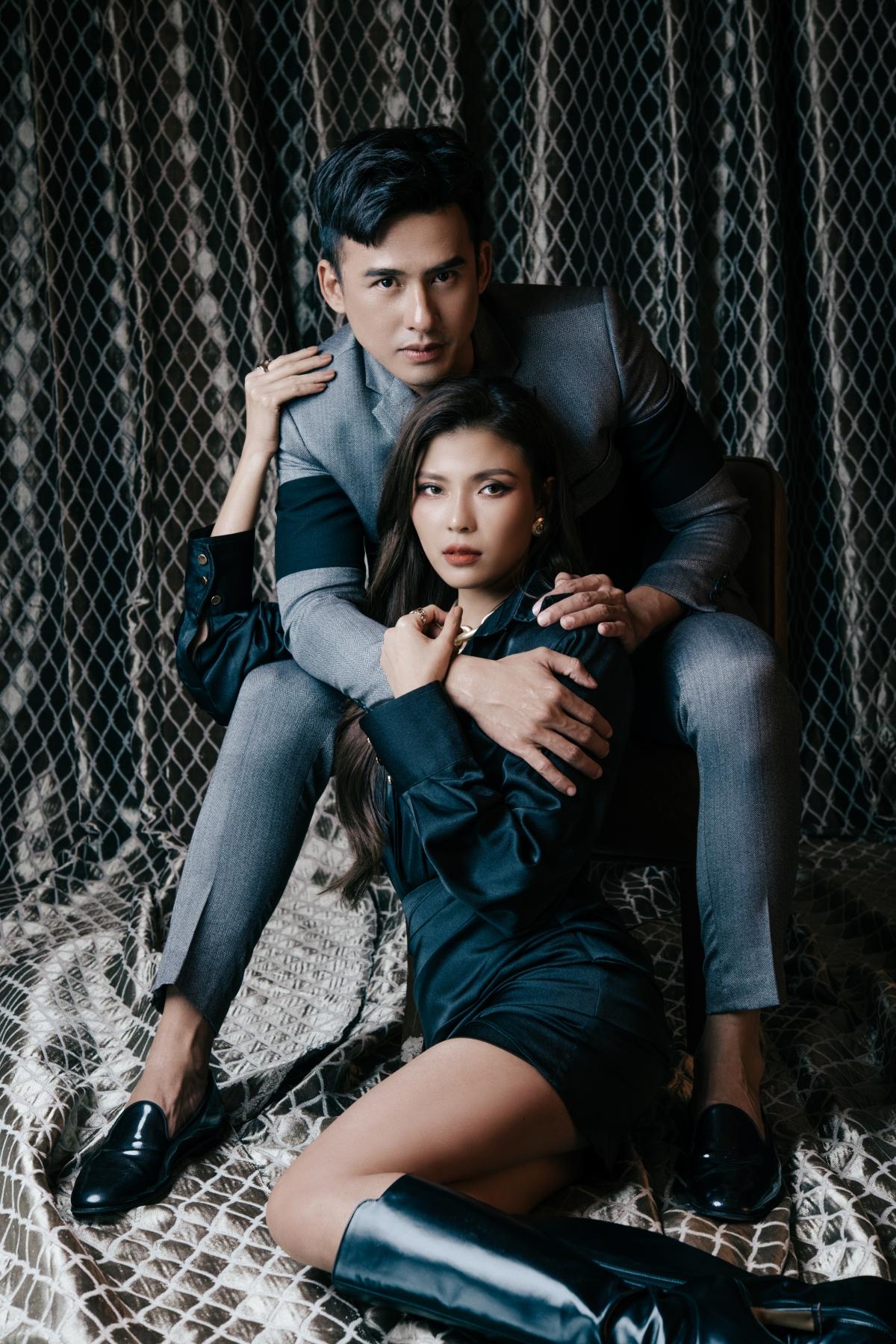 Phát huy ưu điểm về ngoại hình, nam diễn viên họ Lương cùng vợ tạo dáng hút mắt và vô cùng thần thái.