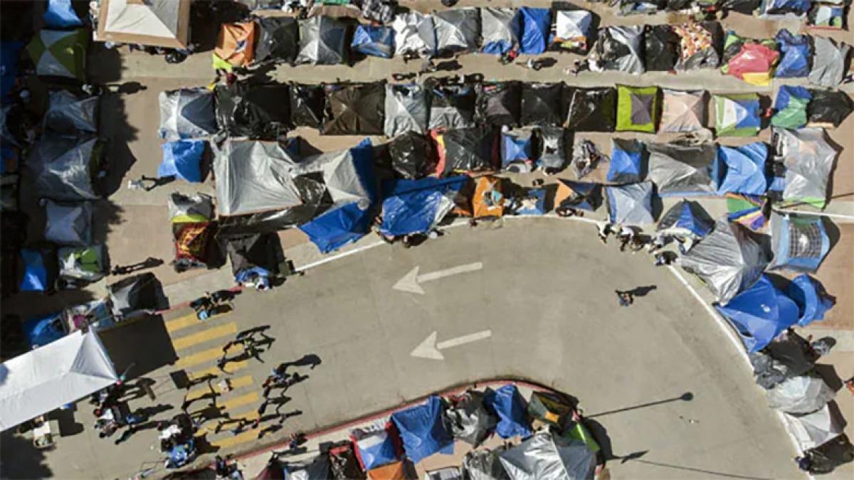Khu trại nơi những người xin tị nạn chờ được giới chức Mỹ phê duyệt. Ảnh: NDTV