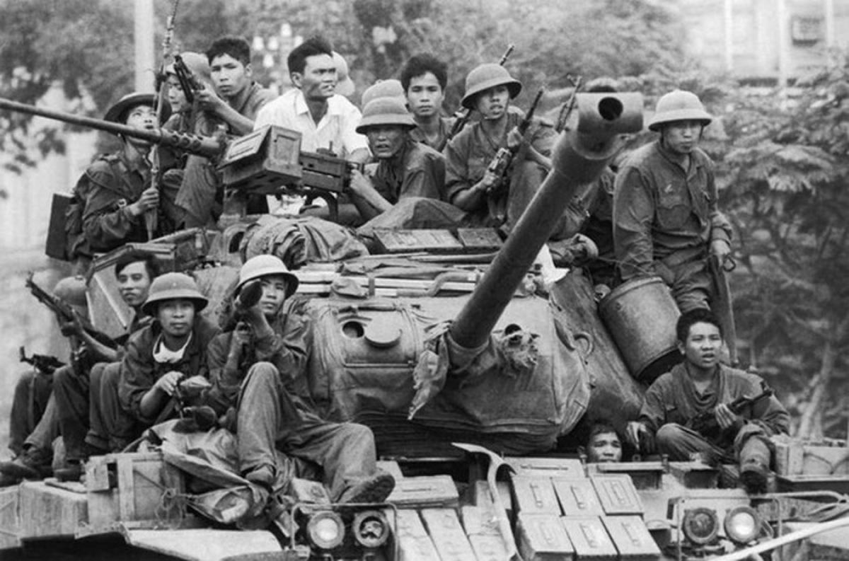 """Đập tan """"cánh cửa thép"""" Xuân Lộc, mở đường tiến vào Sài Gòn. Ảnh tư liệu."""