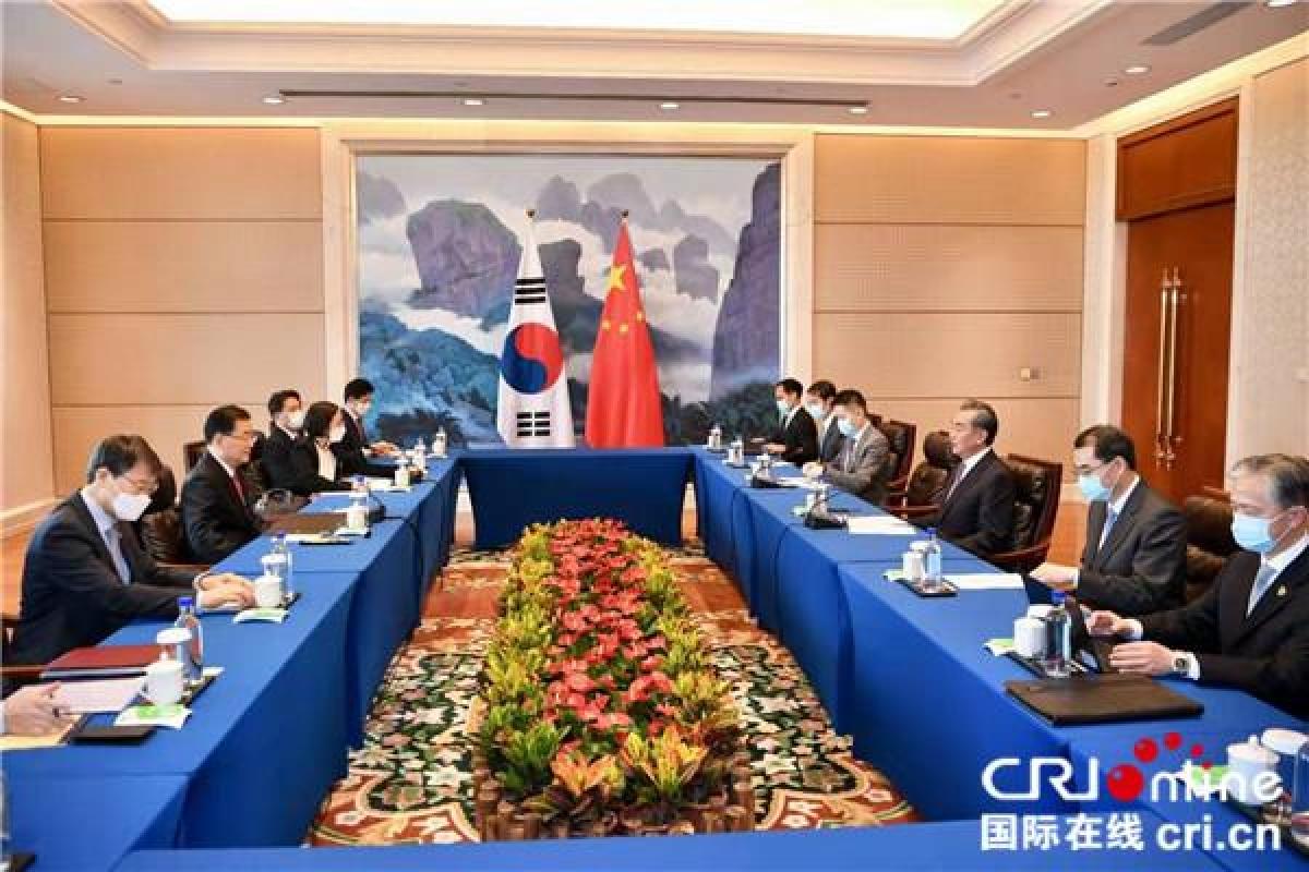 Ngoại trưởng Trung Quốc và Hàn Quốc hội đàm. Ảnh: CRI