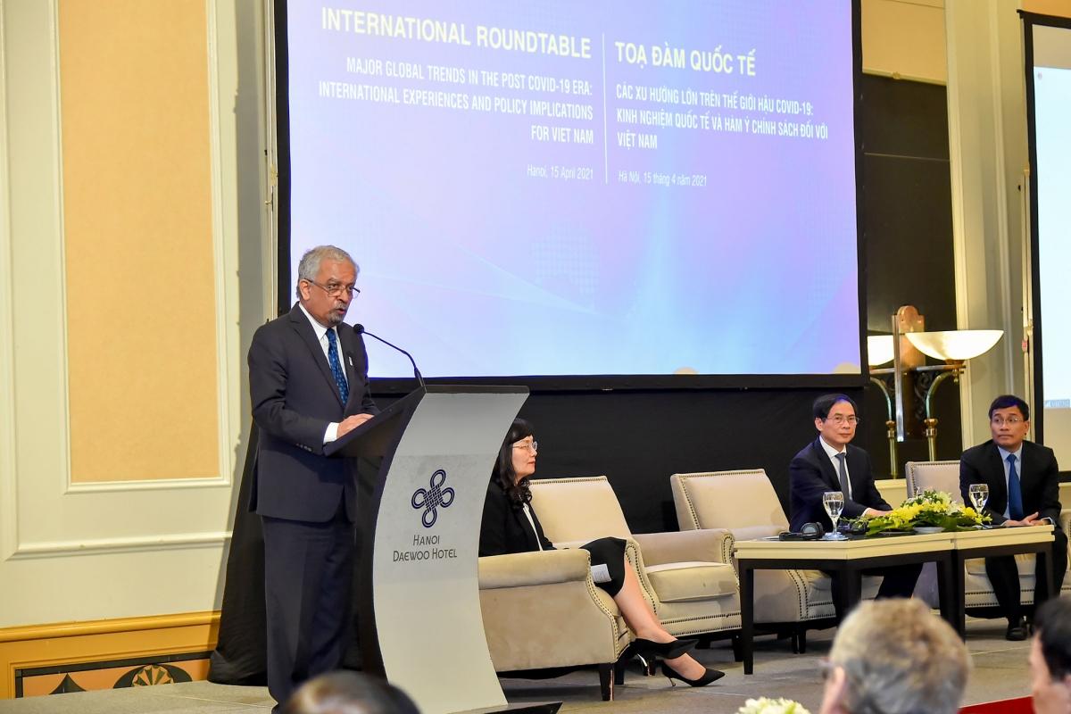 Điều phối viên thường trú của Liên Hợp Quốc tại Việt Nam Kamal Malhotra phát biểu.