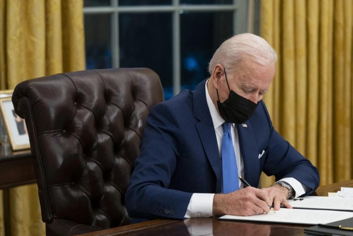 Tổng thống Mỹ Joe Biden tại Phòng Bầu dục của Nhà Trắng hồi tháng 2/2021. Ảnh: AP.