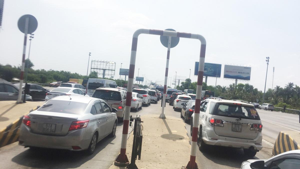 Tình trạng ùn tắc kéo dài sẽ ảnh hưởng nghiêm trọng đến tình hình trật tự ăn toàn giao thôngtrên tuyến đường cao tốc.