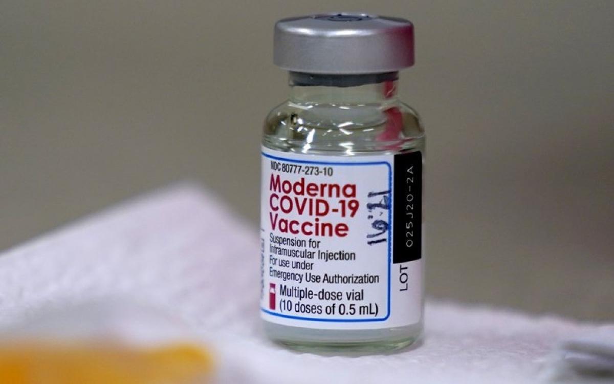 Vaccine ngừa Covid-19 của hãng Moderna. Ảnh: AP.