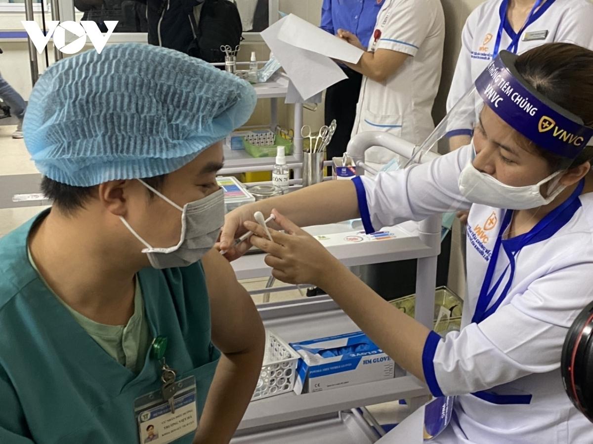 Việt Nam bước vào giai đoạn triển khai tiêm vaccine COVID-19 đợt 2.