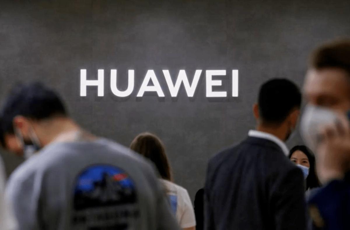 Chuyển hướng sang phần mềm và đám mây sẽ giúp Huawei không bị Mỹ 'nắm thóp' - Ảnh; Reuters.