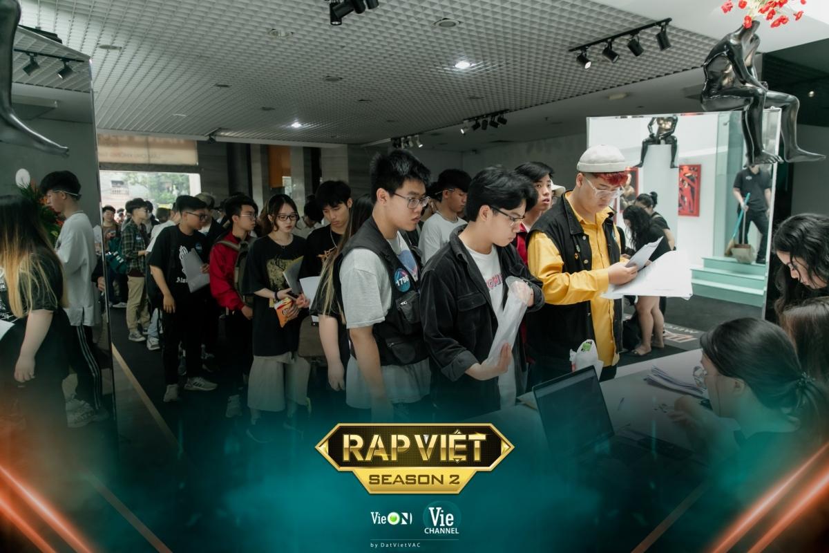 Buổi casting Rap Việt - mùa 2 tại Hà Nội thu hút đông đảo thí sinh tham gia.