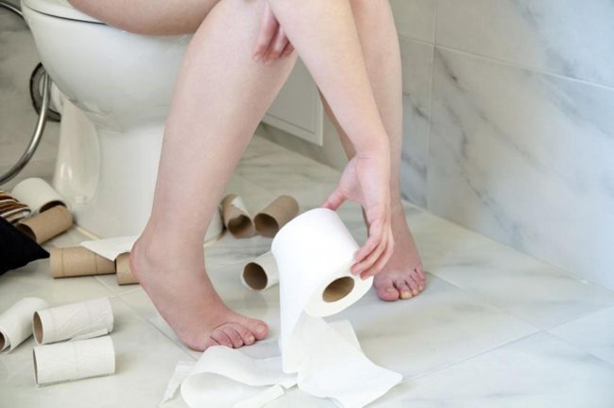 Kích ứng ruột: Tiêu chảy nặng kèm theo cảm giác đau đớn khi đi ngoài cũng là một triệu chứng của viêm túi thừa. Triệu chứng này có thể đi kèm với những cơn đau thắt bụng, buồn nôn và nôn mửa.