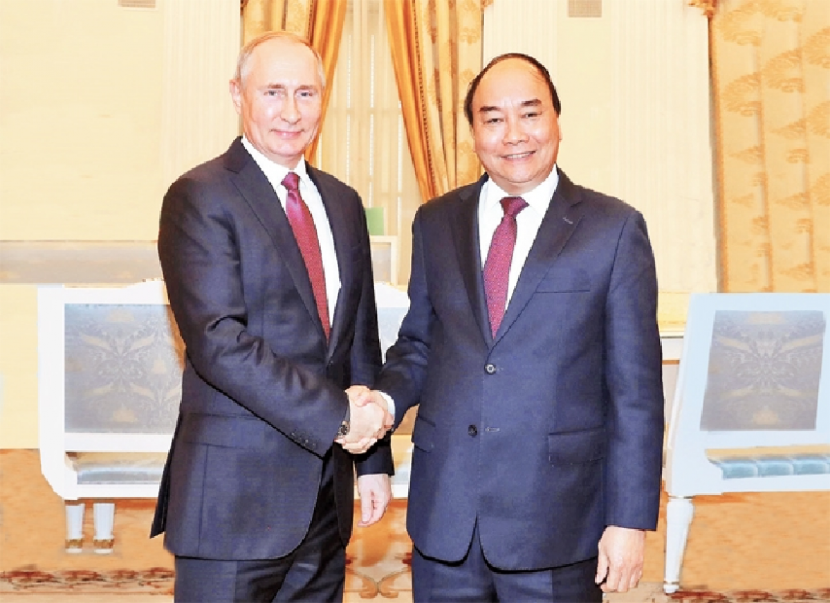 The then Prime Minister, now State President, Nguyen Xuan Phuc (R) meets with President Vladimir Putin in May 2019. (Photo: VNA).