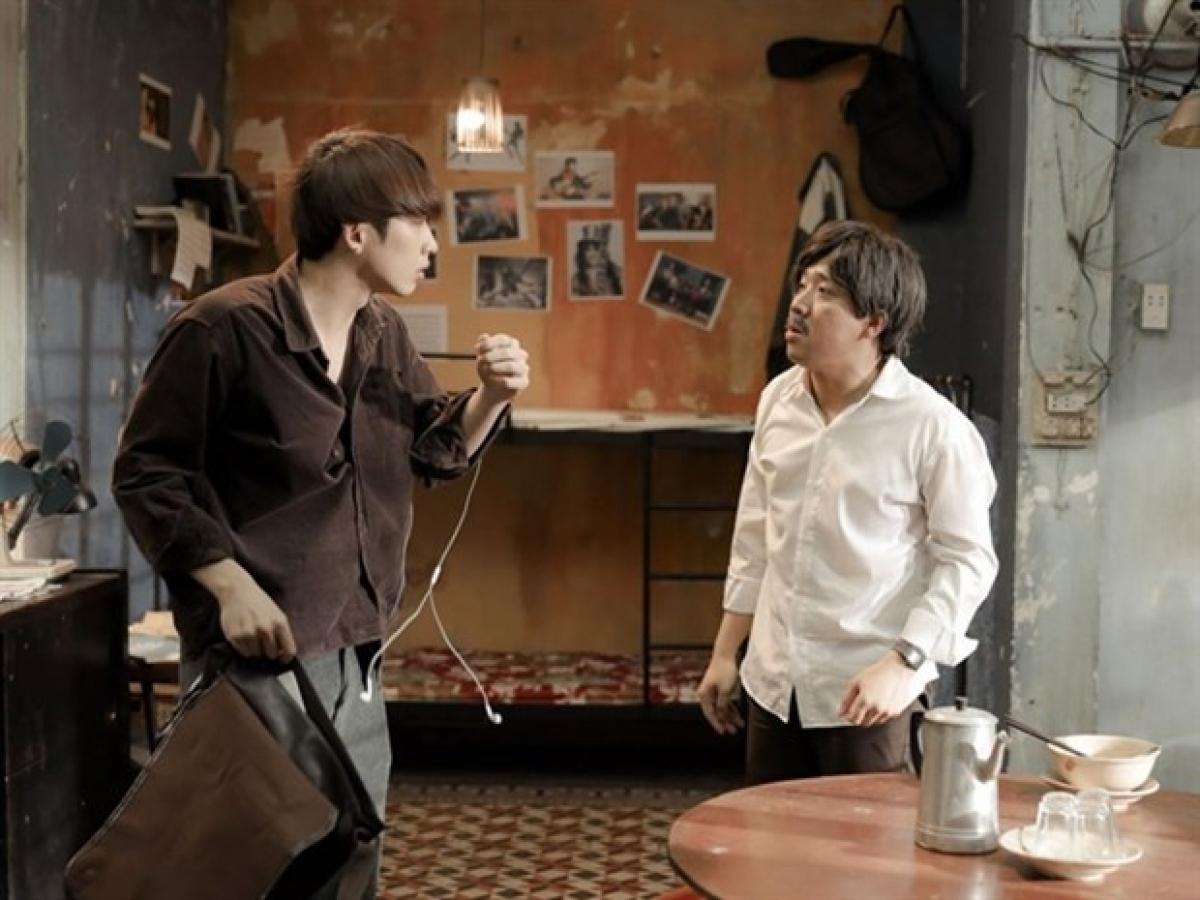 Tran Thanh (right) seen in a scene of movie Bo gia. (Photo courtesy of Galaxy Studio)