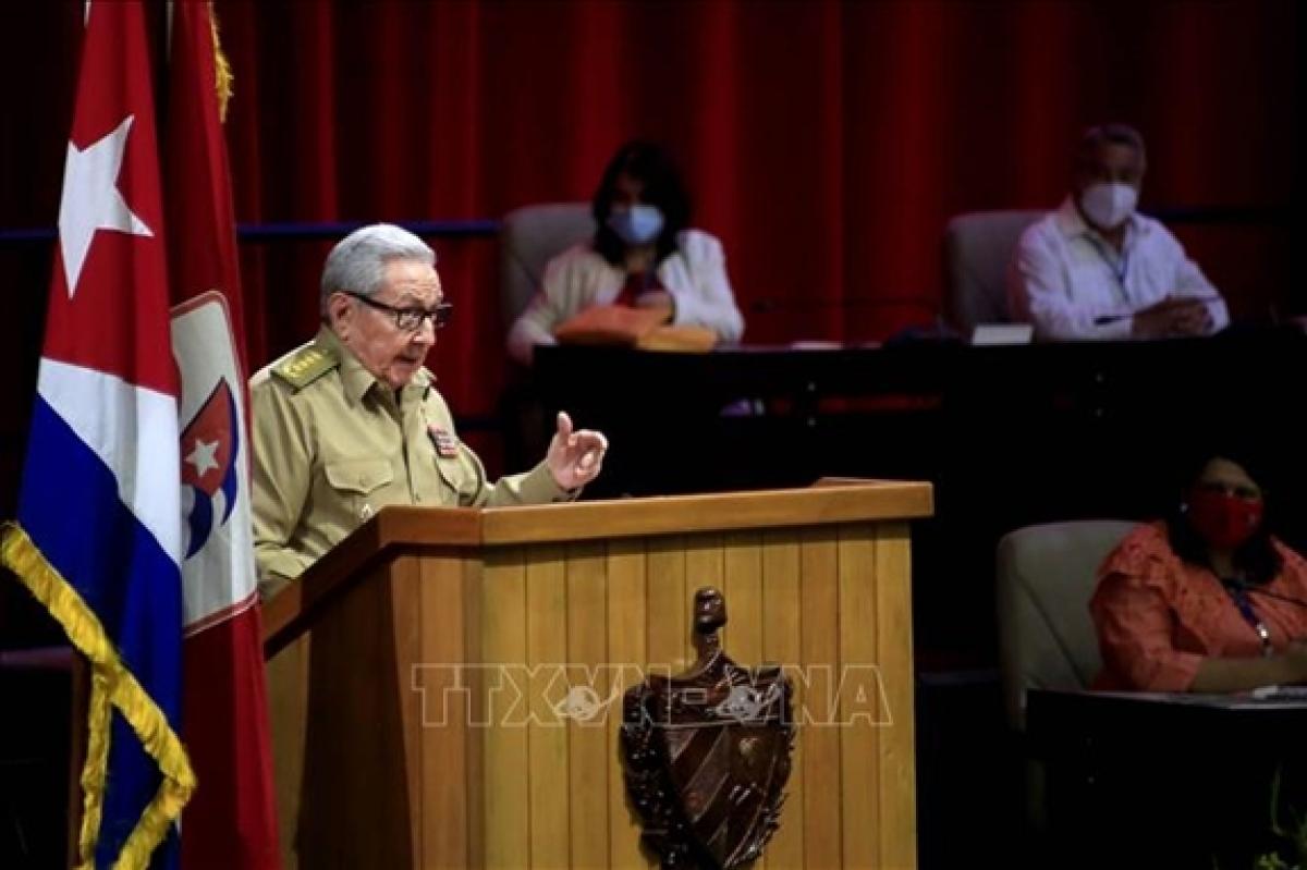 Đại tướng Raúl Castro, Bí thư thứ nhất Ban Chấp hành Trung ương Đảng Cộng sản Cuba trình bày Báo cáo Chính trị tại Đại hội. (Ảnh: ACN/TTXVN)