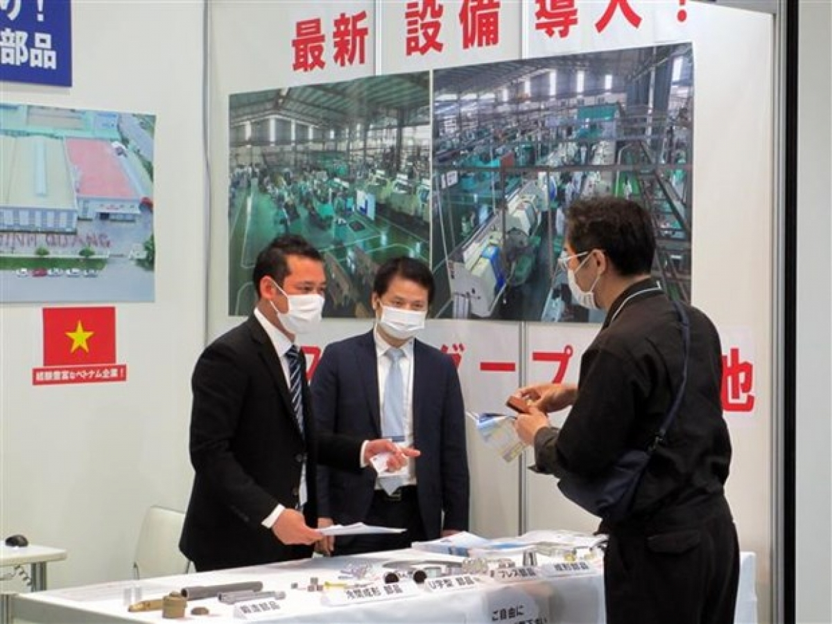 Vietnamese firms introduce products at M-Tech Nagoya exhibition.