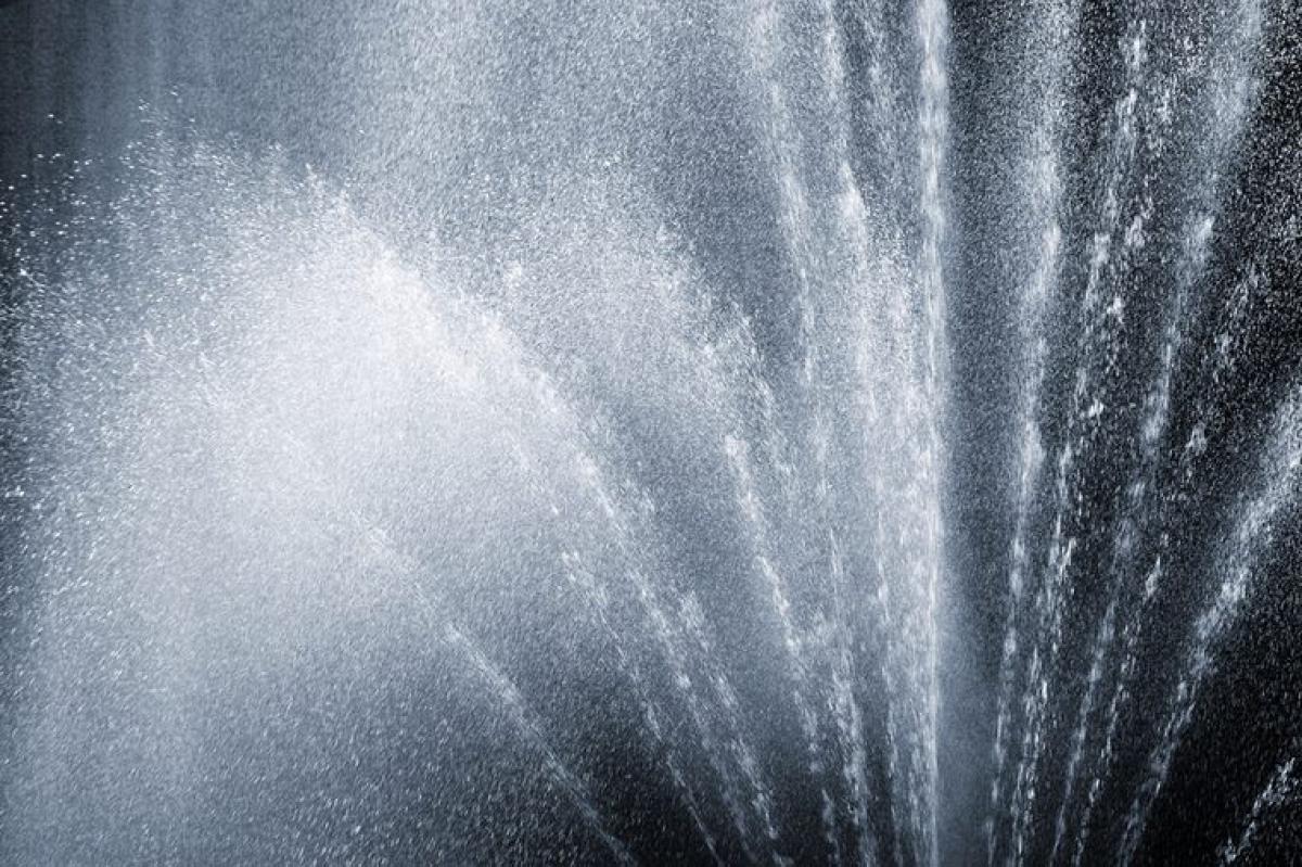 Thụt rửa: Chuyên gia khuyến cáo bạn tuyệt đối không nên thụt rửa tại nhà, vì thói quen này có thể làm mất cân bằng pH âm đạo và rửa trôi các vi khuẩn có lợi, dẫn đến viêm nhiễm âm đạo. Hóa chất có trong các sản phẩm thụt rửa thậm chí còn có thẻ gây rối loạn nội tiết, làm tăng nguy cơ mắc các bệnh mãn tính và gây các vấn đề về sinh sản.