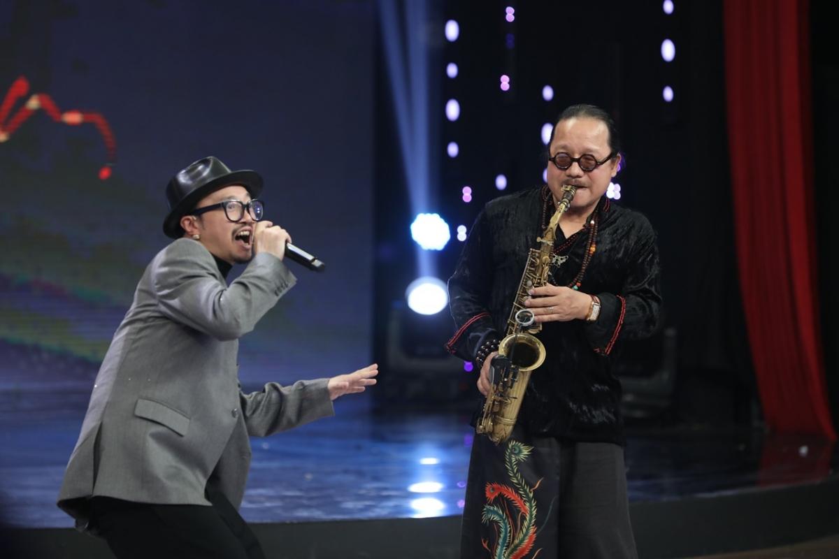 Hà Lê và nghệ sĩ saxophone Trần Mạnh Tuấn.