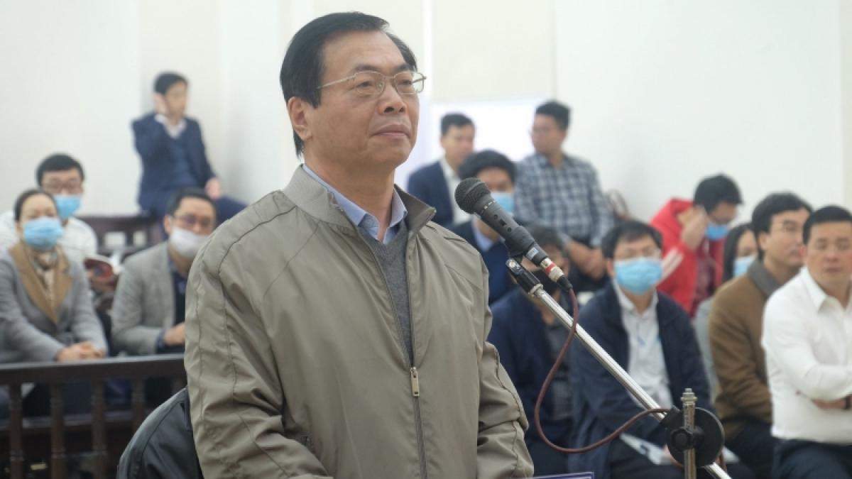 Ông Vũ Huy Hoàng đã đến tòa án hai lần nhưng chưa thể diễn ra phiên xét xử. (Ảnh: Hùng Anh)