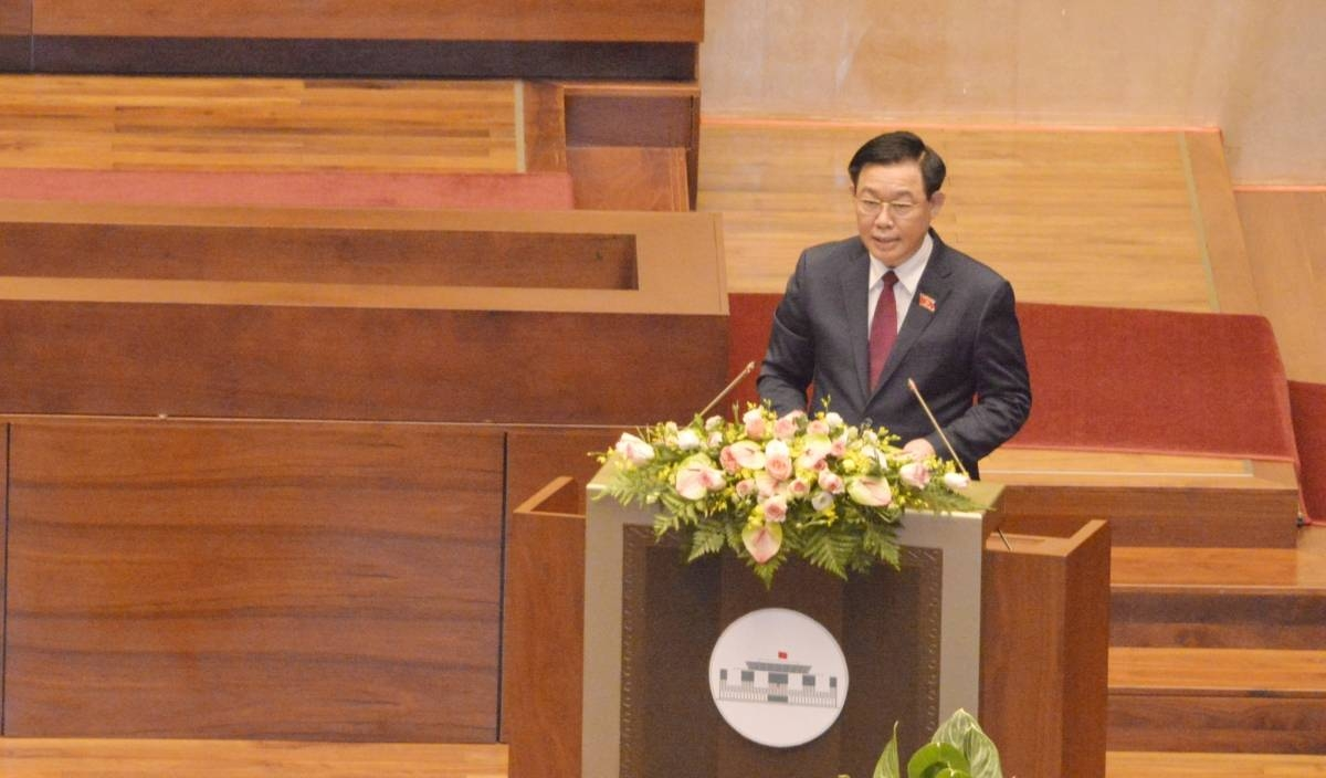 NA Chairman Vuong Dinh Hue addresses the closing ceremony of the last NA session in Hanoi on April 8.