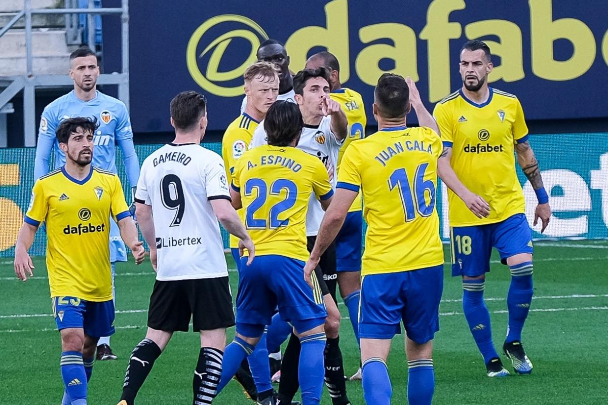 Sự việc xảy ra ở phút 30 của trận đấu khi tỷ số đang hòa 1-1, Juan Cala được cho là đã có lời lẽ phân biệt chủng tộc với Mouctar Diakhaby.