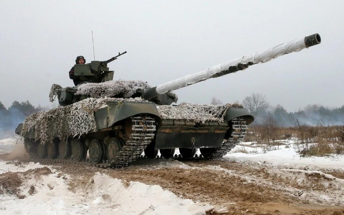 Xe tăng Ukraine trên thao trường. Ukraine đang là vấn đề nóng trong quan hệ Nga-Mỹ vào tháng 4/2021. Ảnh: Reuters.