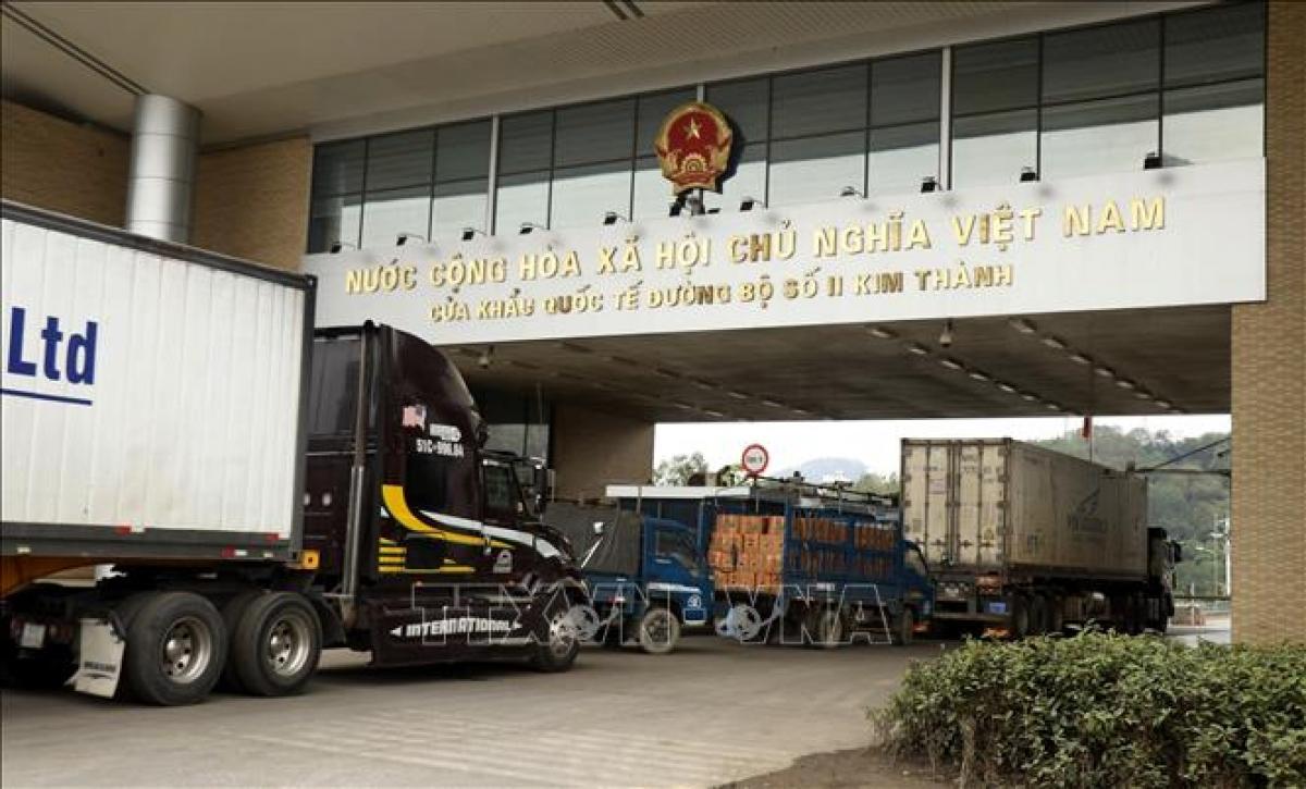 Import-export activities via Kim Thanh No 2 international border gate in Lao Cai province (Photo: VNA)