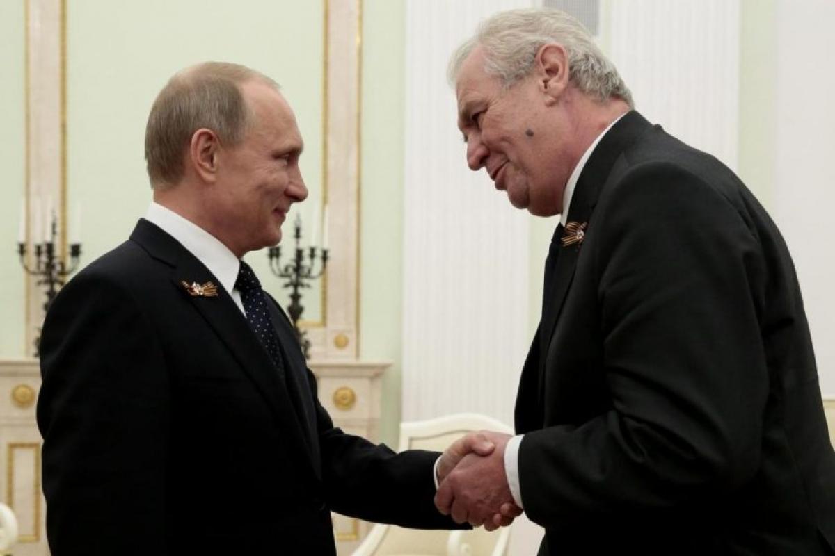 Tổng thống Nga Putin và Tổng thống Séc Zeman. Ảnh: Prague Business Journal