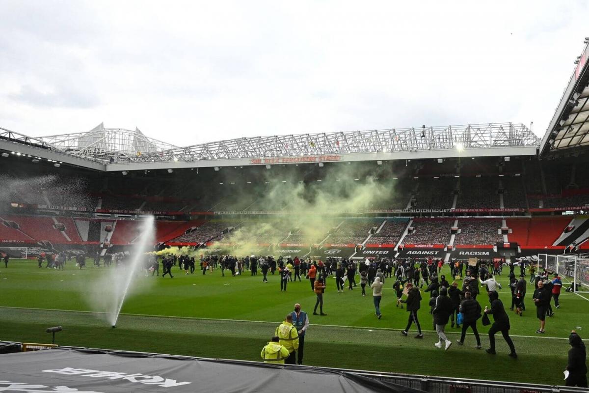 Điều đó khiến trận đấu giữa MU và Liverpool đã phải hoãn lại đến đêm nay, rạng sáng mai (14/5).