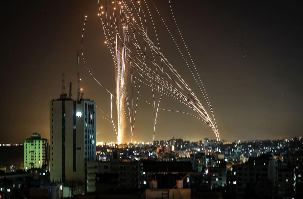 Ảnh: Khung cảnh hoang tàn sau hàng loạt cuộc không kích trả đũa của Israel ở dải Gaza - Ảnh 6.
