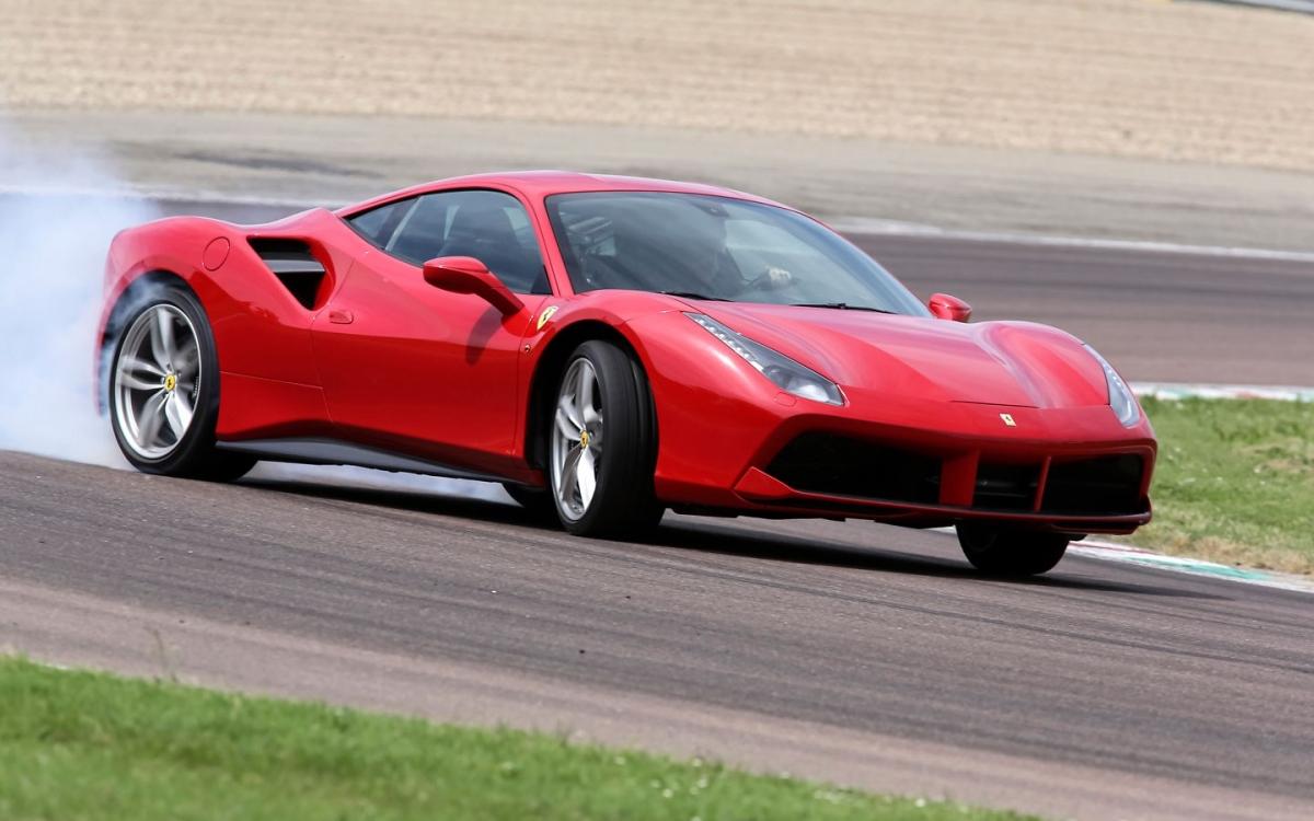 Ferrari 488 GTB trong diện triệu hồi đợt này.