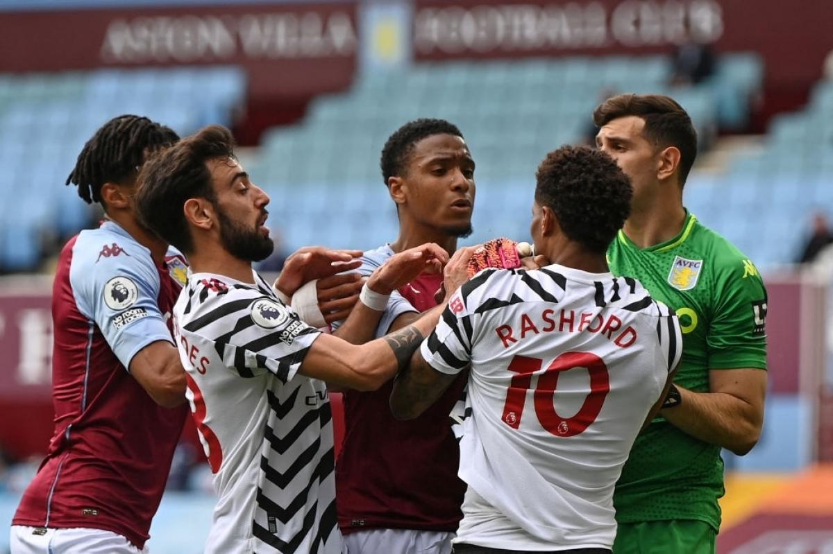 Sau khi có bàn thắng, Aston Villa thi đấu rất hứng khởi, gây nhiều khó khăn cho MU. Trong khi đó, đội khách dù kiểm soát bóng vượt trội, nhưng không thể tìm được đường vào khung thành của Aston Villa.