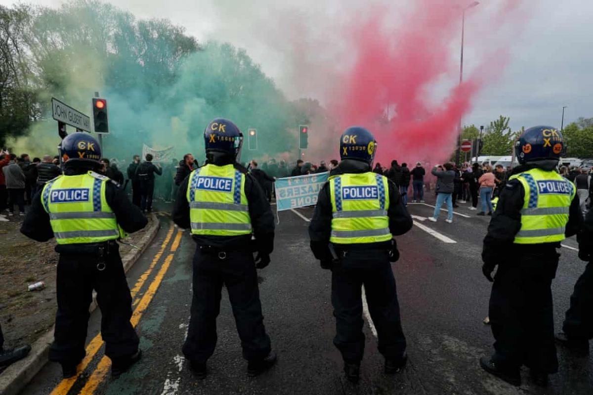 Các biện pháp an ninh chặt chẽ giúp trận đấu bù giữa MU và Liverpool vẫn diễn ra đúng kế hoạch.