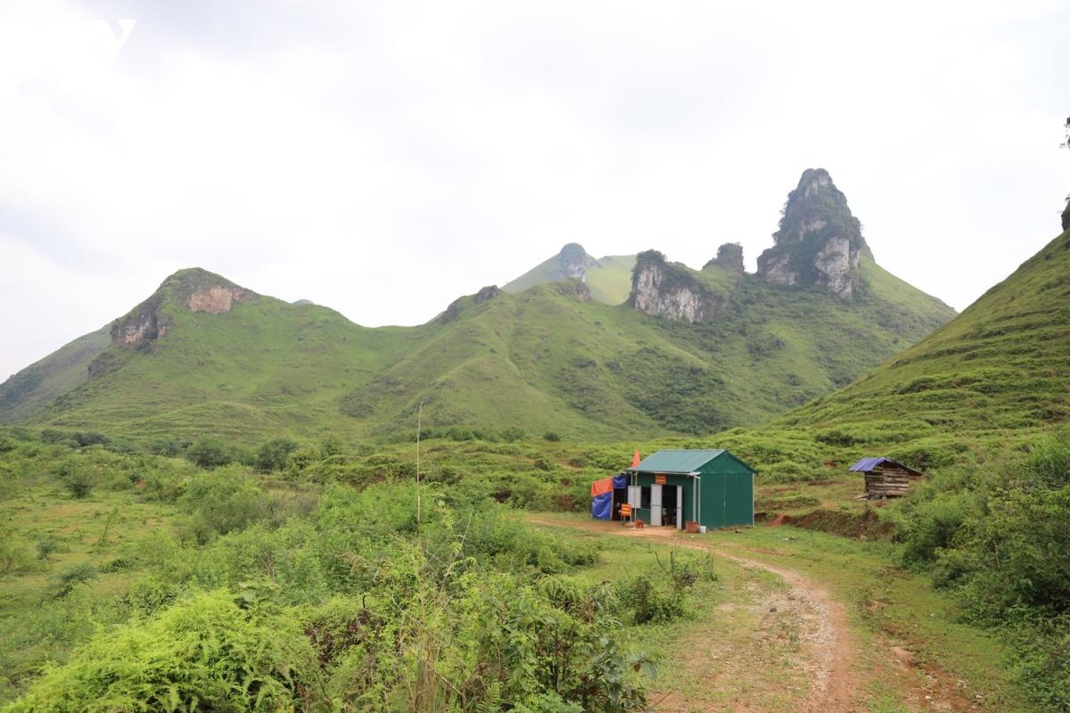 Nhiều địa điểm đóng chốt của lực lượng Biên phòng không có sóng điện thoại, xung quanh toàn núi đá...