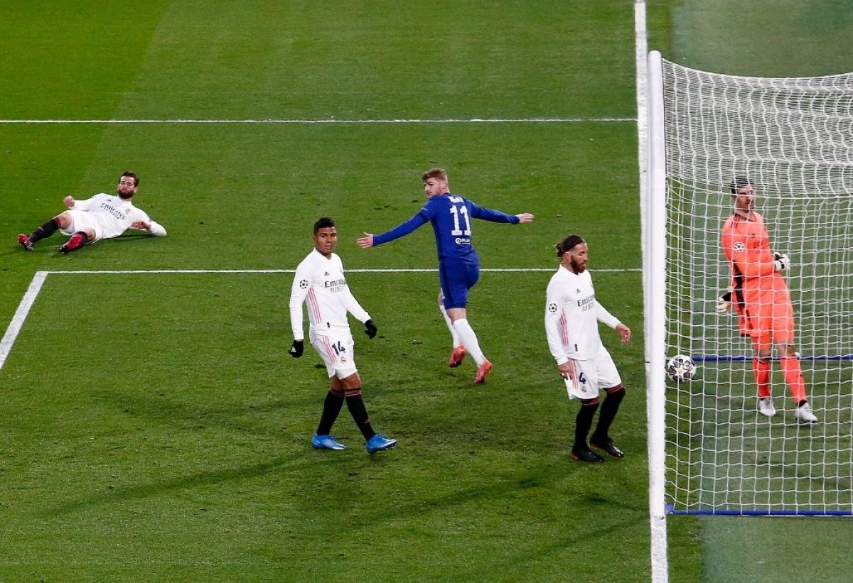 Chỉ 2 phút sau khi Benzema không thắng được thủ môn Mendy, Real Madrid đã phải trả giá. Từ pha phản công nhanh, Kai Havertz lốp bóng qua đầu thủ môn Courtois, nhưng bóng lại đập xà ngang bật lại, tiền đạo Timo Werner có mặt kịp thời đánh đầu cận thành mở tỉ số trận đấu.