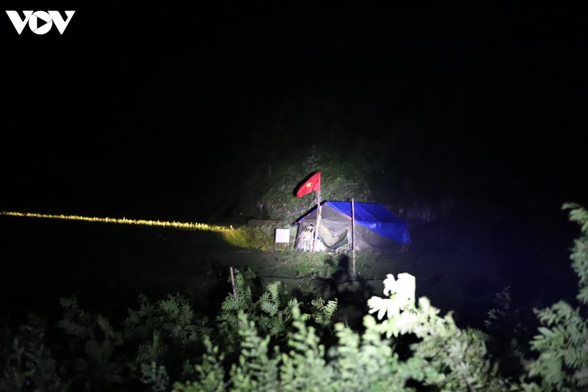 Ban đêm là thời điểm đối tượng nhập cảnh trái phép lợi dụng theo đường mòn lối mở vào nội địa.