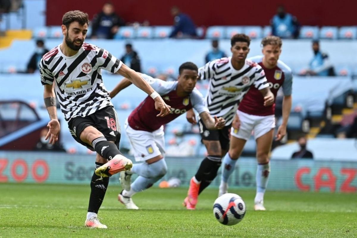 Bước vào hiệp 2, MU tiếp tục dâng cao đội hình dồn ép Aston Villa. Đội khách tấn công với tốc độ cao hơn khiến hàng thủ của Aston Villa lúng túng.