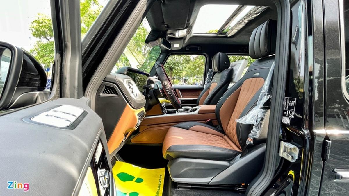 Bước sang thế hệ mới, không gian hàng ghế thứ hai của Mercedes G-Class được cải thiện đáng kể.